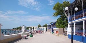 Центральная набережная в Крыму в Евпатории